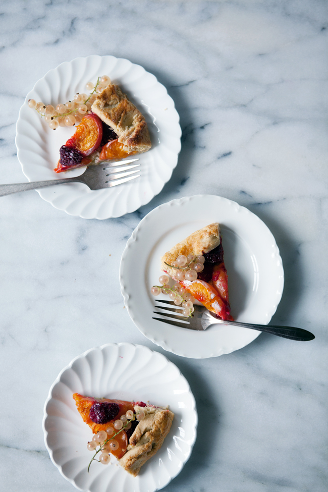 Apricot and raspberry galette | Cnnelle et Vanille